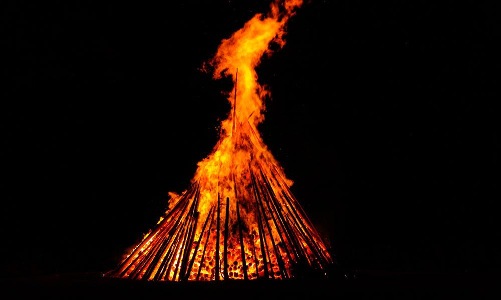 Noche de San Juan: atravesar el fuego sin quemarse