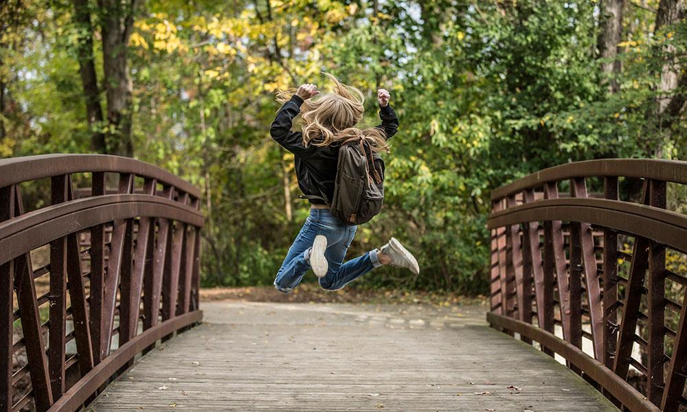 ¿Sabes cuánto peso puede llevar un niño en la mochila sin que le produzca problemas?